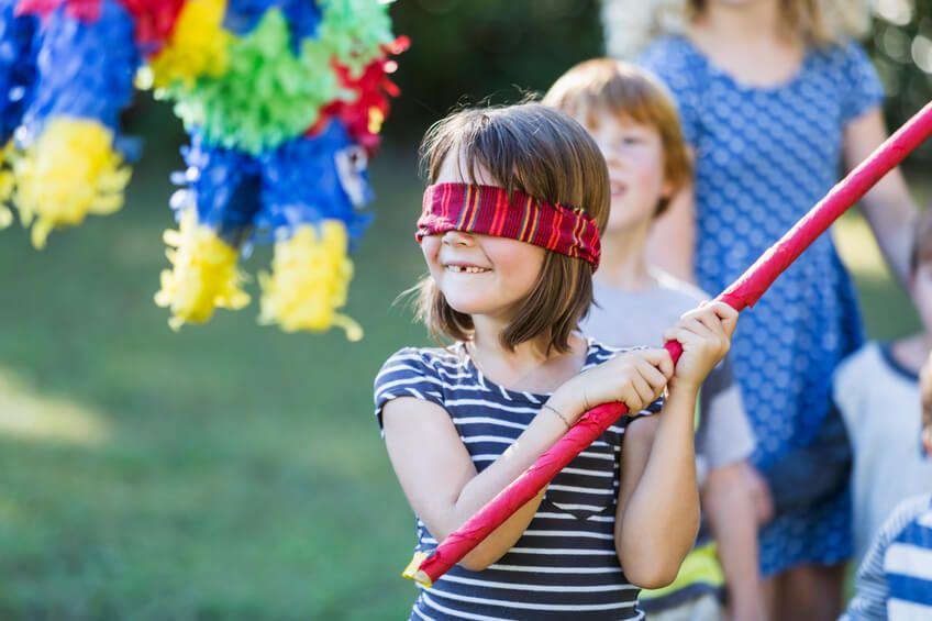 Juegos infantiles. Piñata