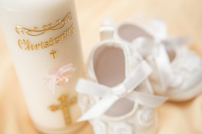Opciones de recuerdos económicos para bautizos
