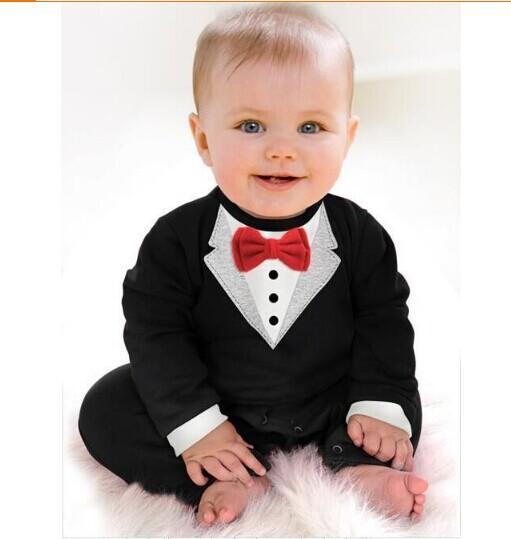 Elegante traje bautizo