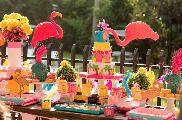 Ideas para decorar una mesa dulce con flamingos