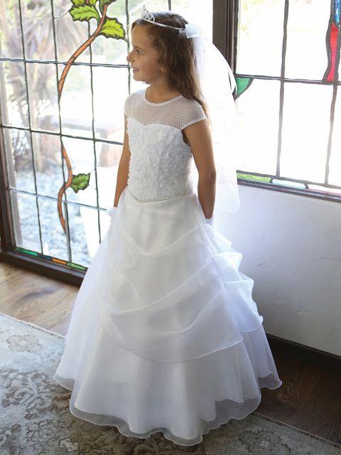 vestido de comunión elegante con tul