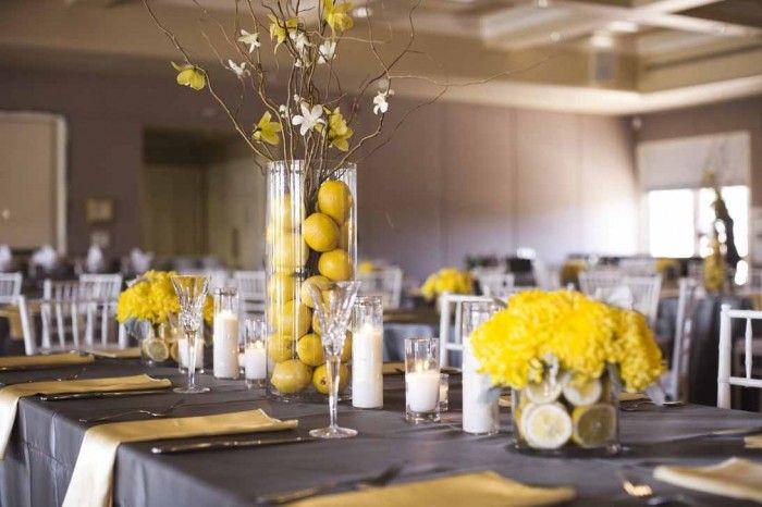 Limones enteros como centros de mesa frutales